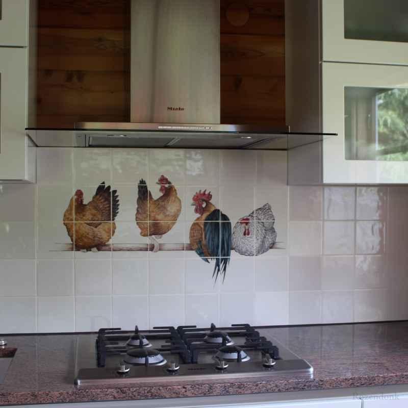 4 Hühner auf Stange