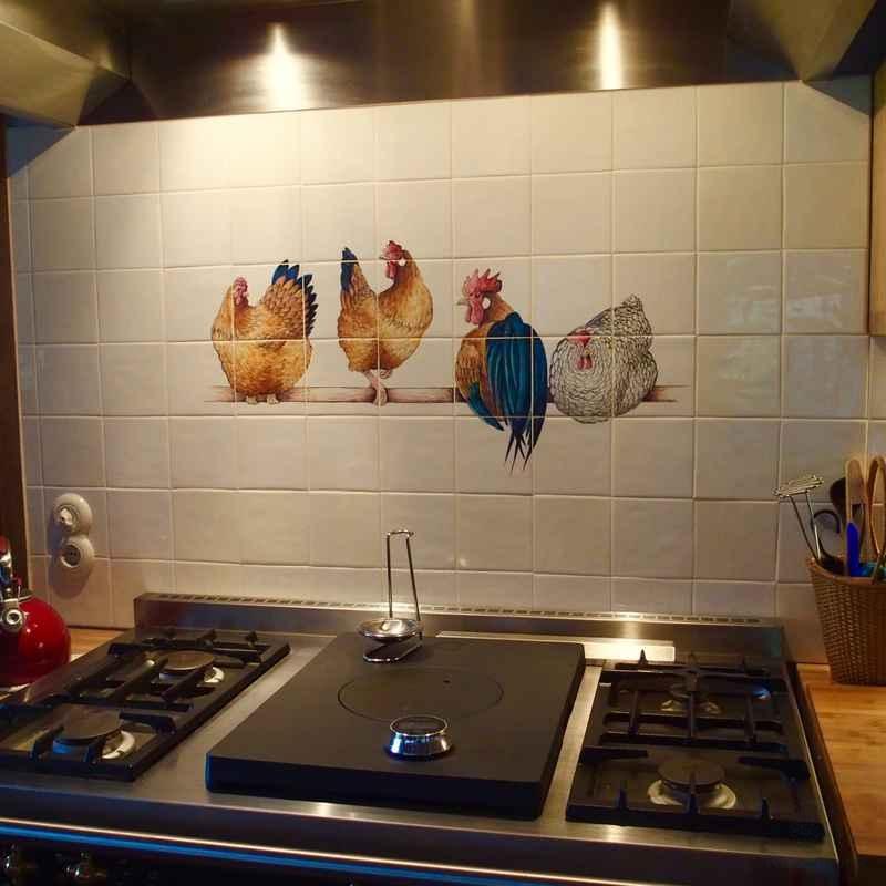 4 Hühner auf eine Stange
