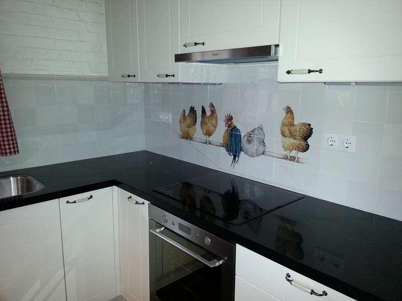 5 Hühner auf eine Stange