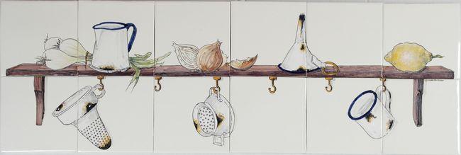 RH12-30 Regal mit Zwiebeln und Geschirr