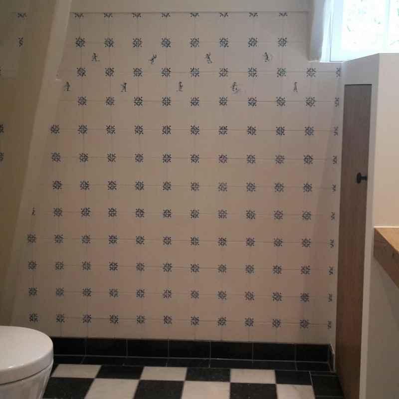Badezimmer mit Ochsenkopf Fliesen