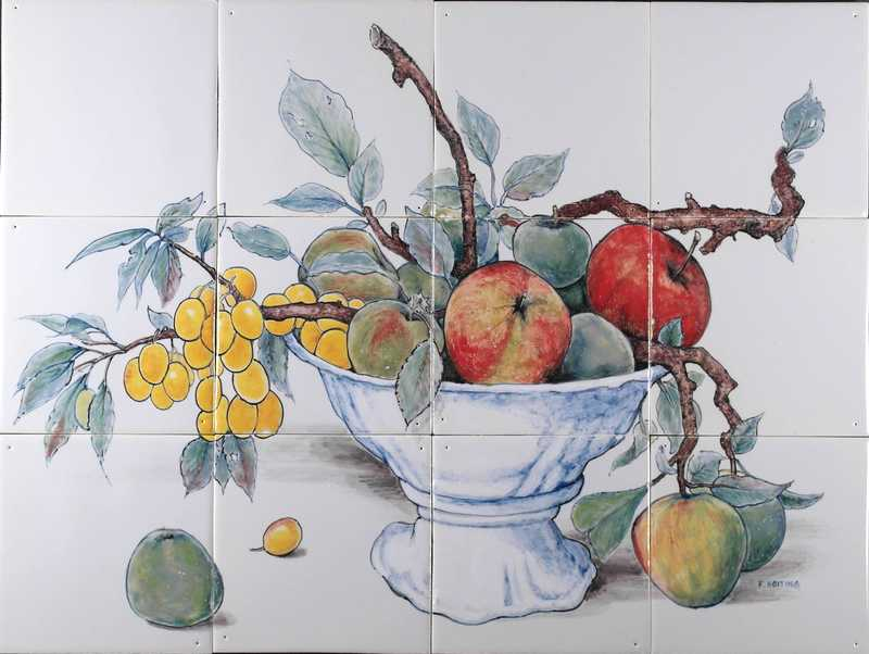 Schale mit Früchte und Zweige